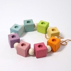 Verjaardag ring kubus of dobbelsteen regenboog