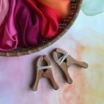 Sarah's Silks Kersen Houten Speelknijpers - 1 st