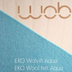Wobbel Original blank hout gelakt met vilt Aqua